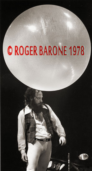 Ian Anderson appears to balance a balloon on his head while performing with Jethro Tull at The Spectrum. © ROGER BARONE 1978
