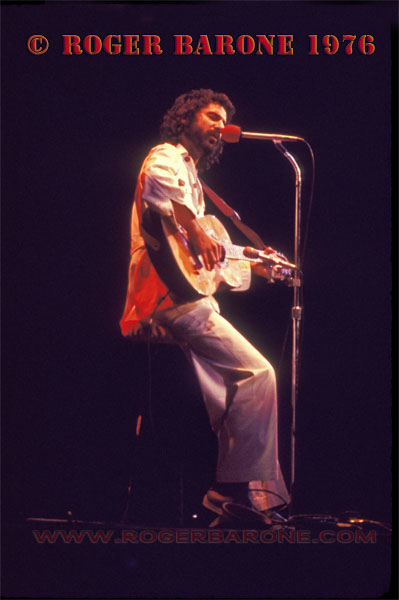 Cat Stevens performs in Philadelphia during the Bicentennial Year of 1976. © ROGER BARONE 1976