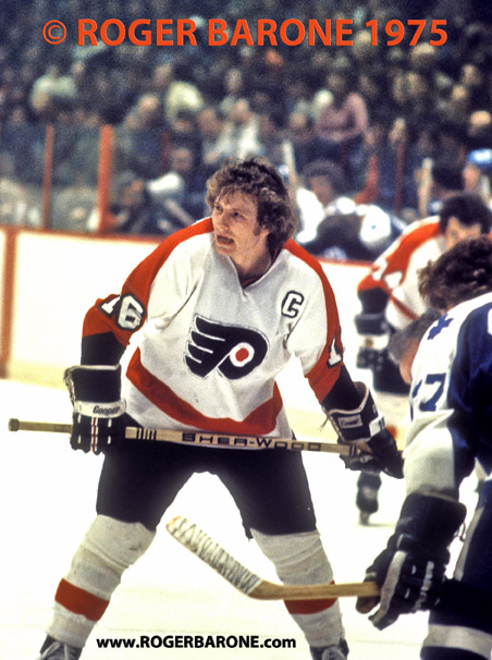 flyers center bobby clark 1975 in faceoff circle